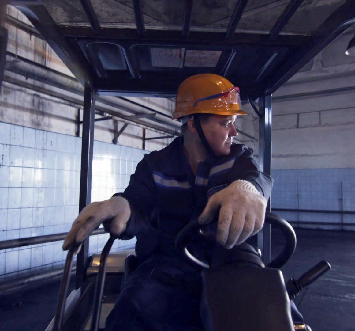 4 factores que pueden dañar la salud de los operadores de montacargas