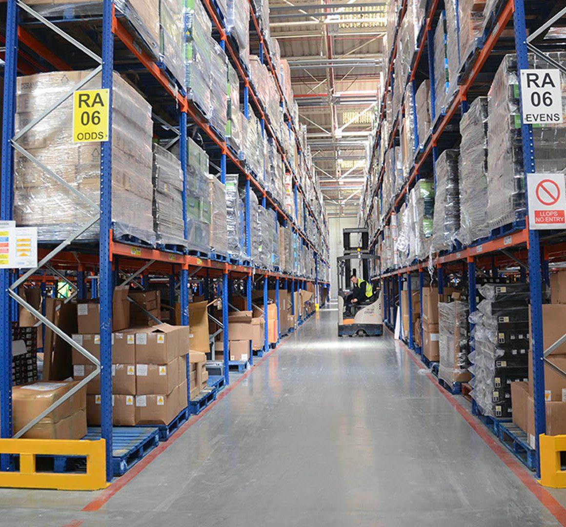 Cómo prevenir daños de estantería y lesiones en el entorno de trabajo