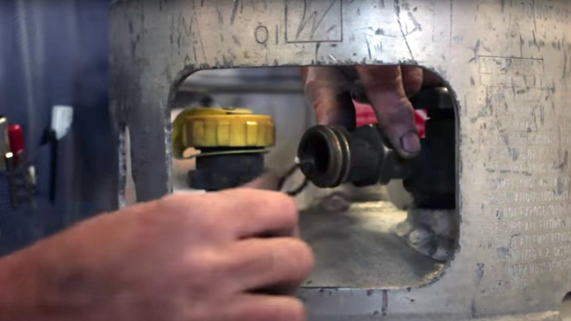 6. Revisa la válvula y el sello elástico