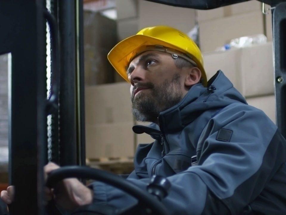 5 consejos para que los operadores de montacargas se comprometan con la seguridad