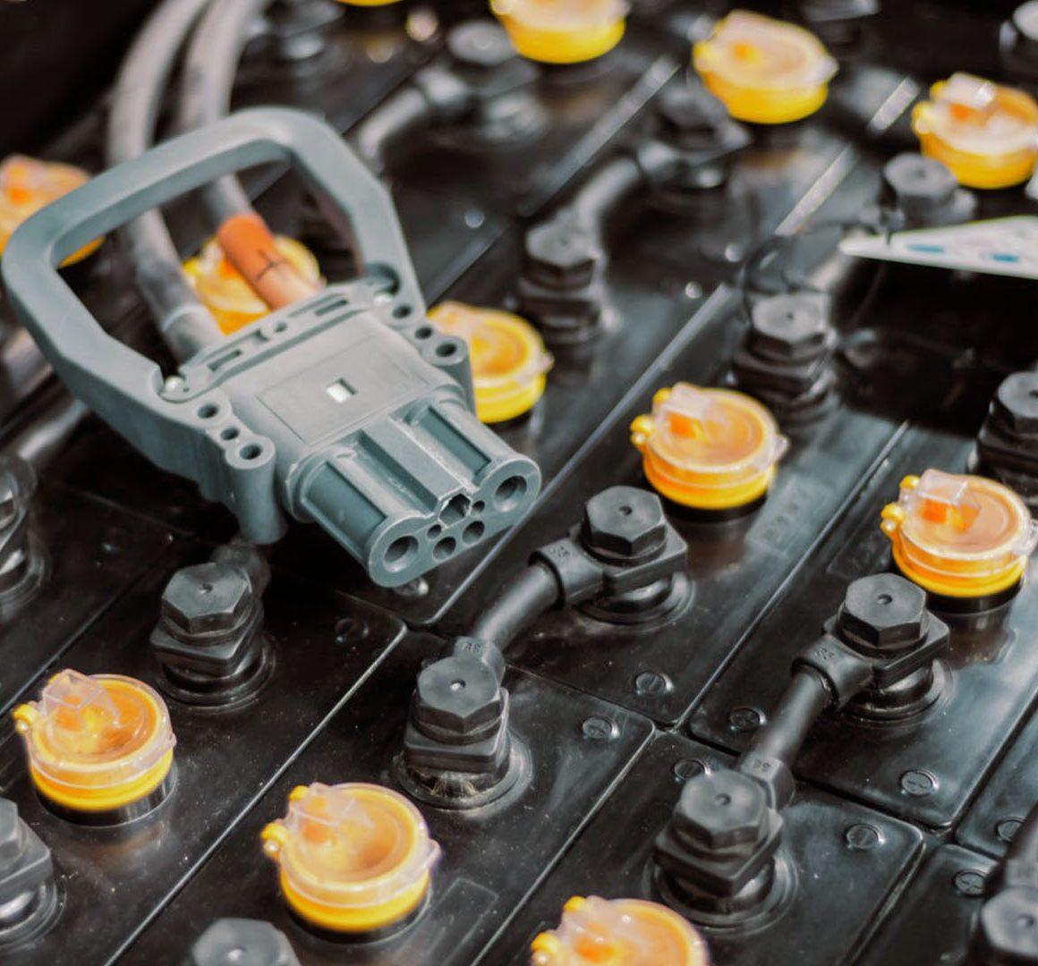 5 formas de acabar con la batería de tu montacargas